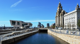 picture of liverpool pier head